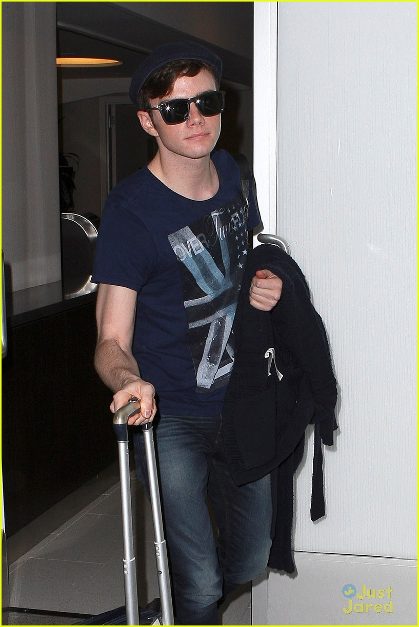 lea michele chris colfer jet to nyc for glee filming 04
