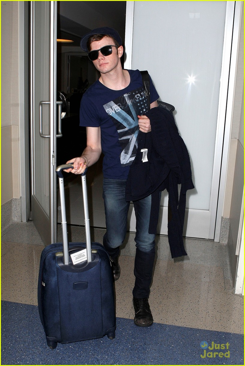 lea michele chris colfer jet to nyc for glee filming 05