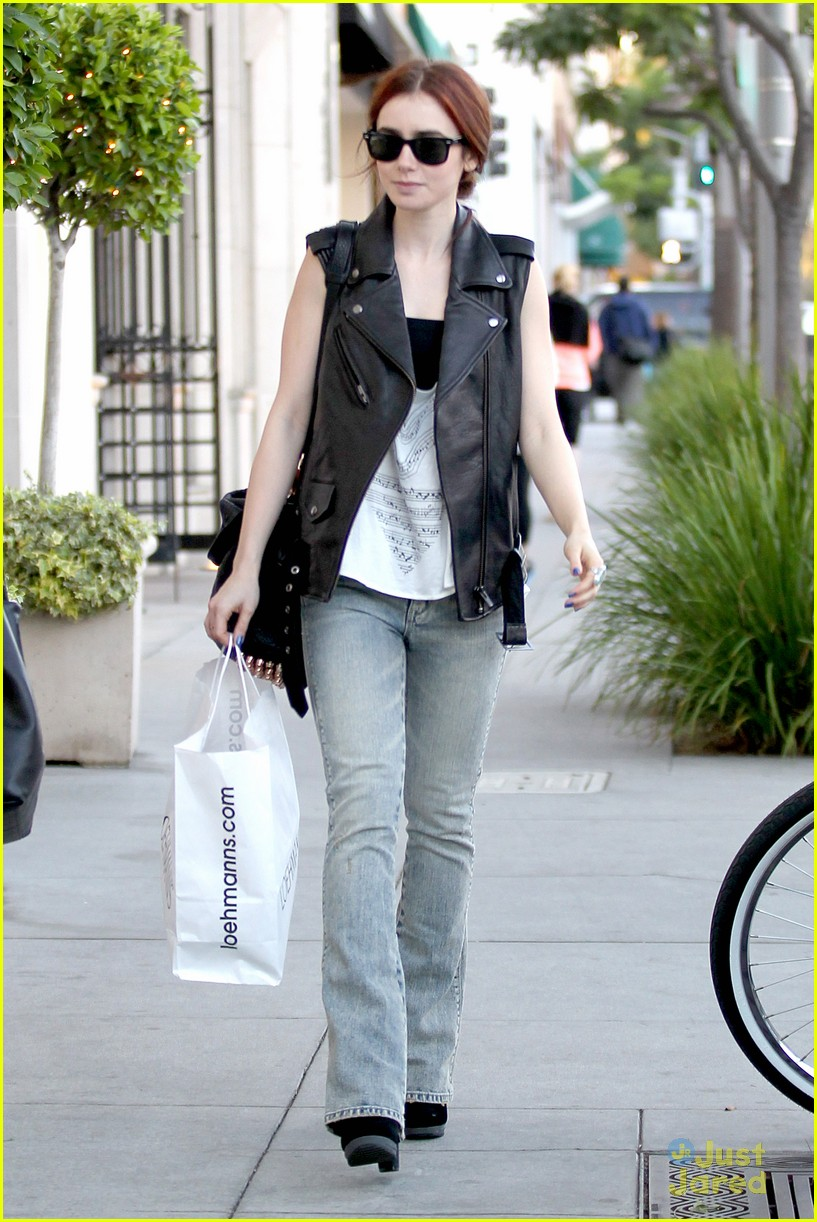 lily collins loehmanns shopper 04