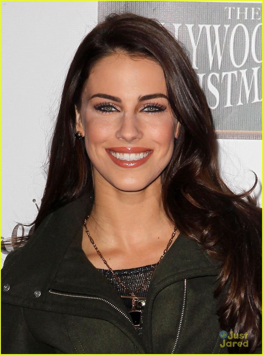 jessica lowndes hollywood christmas parade 04