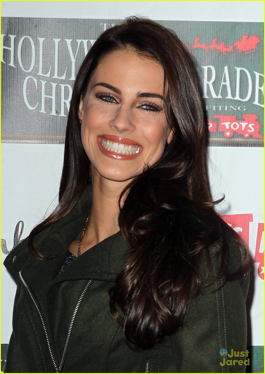 jessica lowndes hollywood christmas parade 07