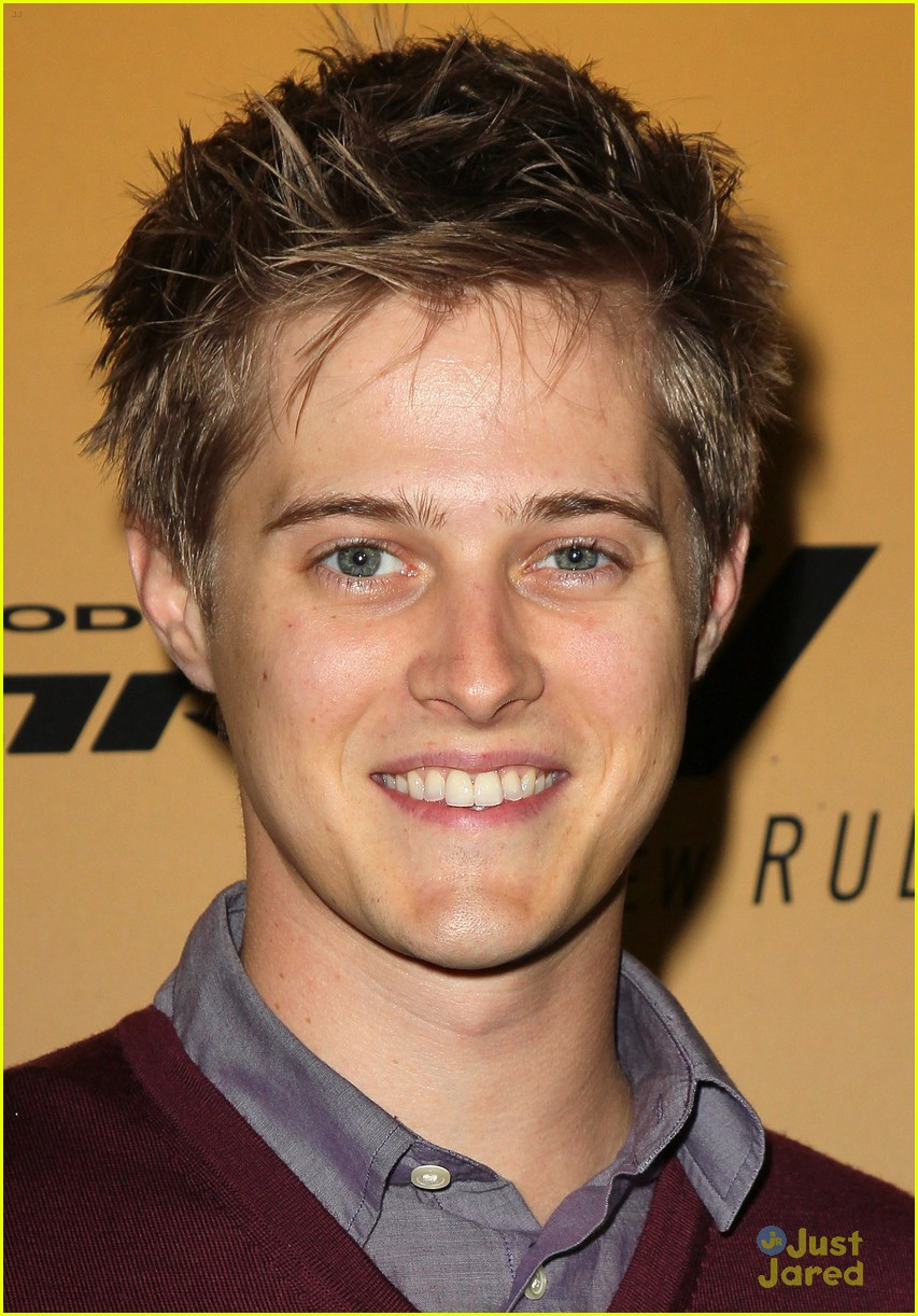 lucas grabeel family guy 01