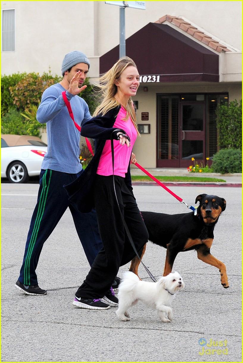 melissa ordway justin gaston dog walk 02