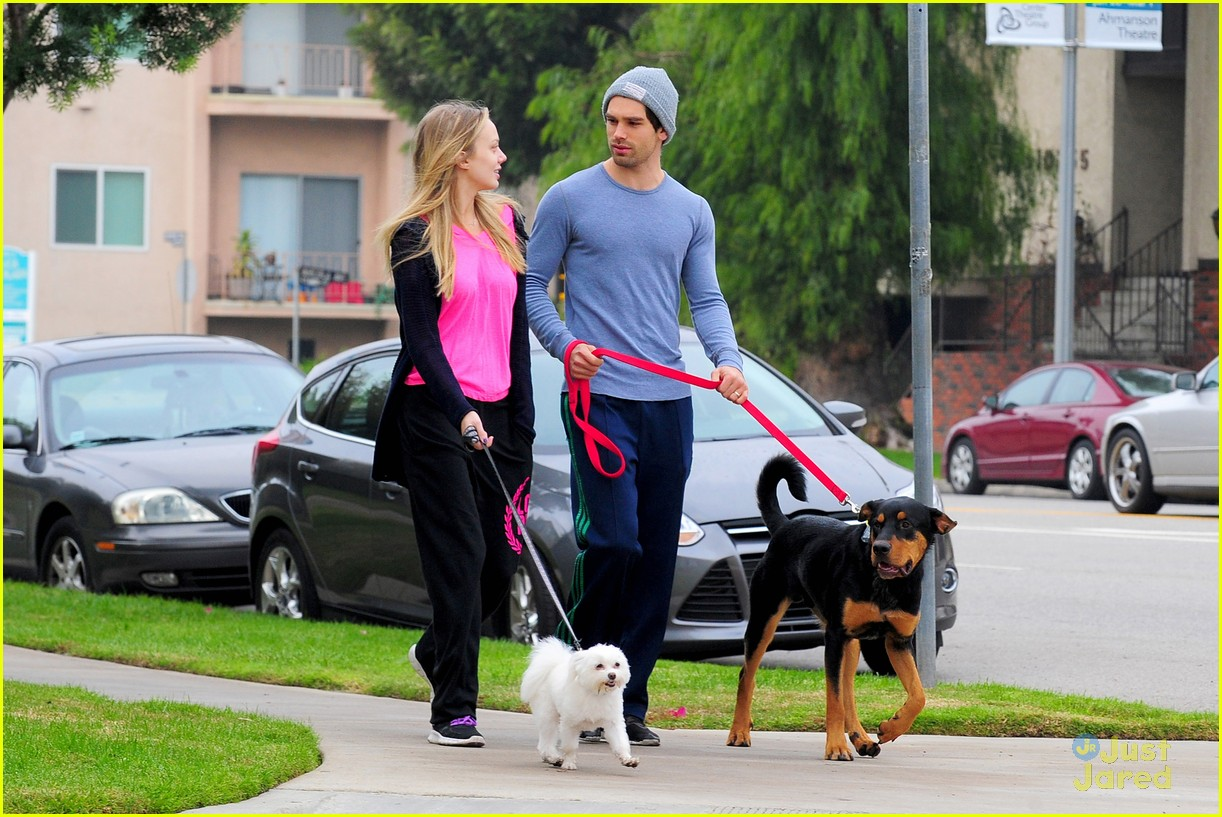 melissa ordway justin gaston dog walk 07
