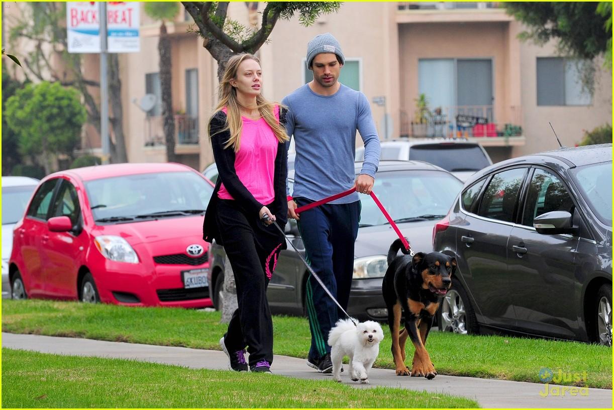 melissa ordway justin gaston dog walk 09