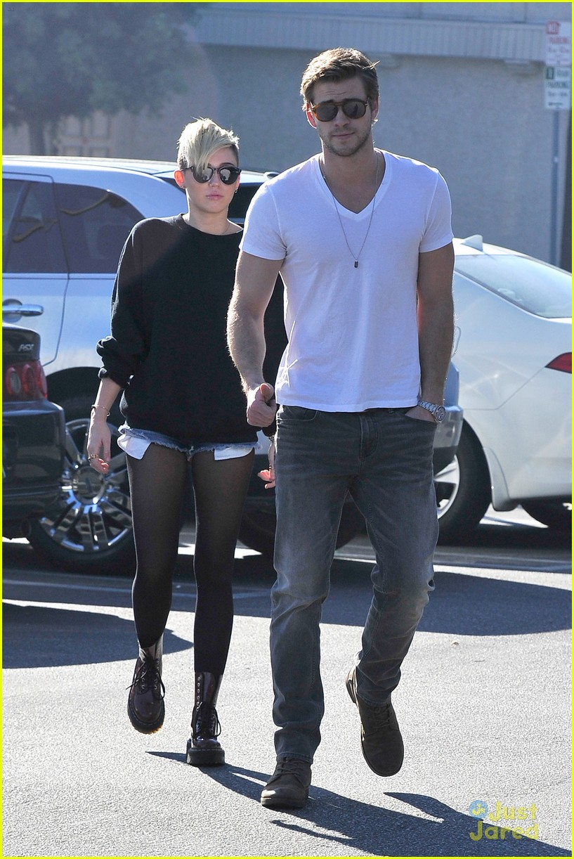 miley cyrus liam hemsworth coffee 02