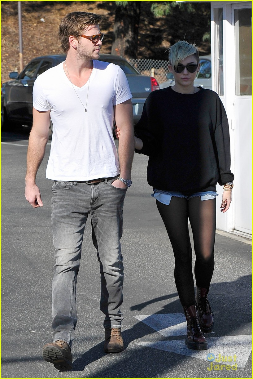 miley cyrus liam hemsworth coffee 14