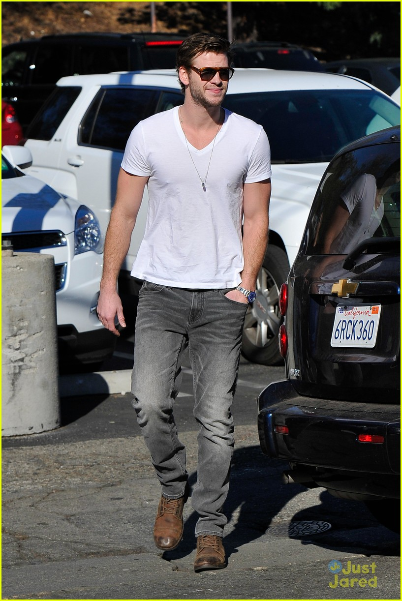 miley cyrus liam hemsworth coffee 22