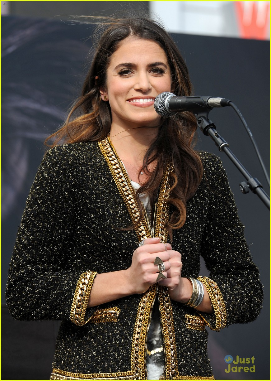 ashley greene nikki reed twilight fan camp concert 07