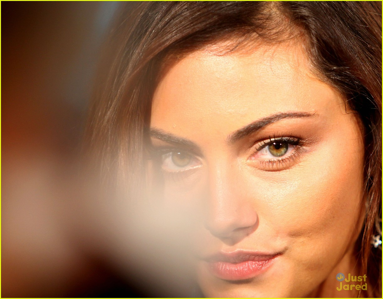phoebe tonkin gq men awards 02