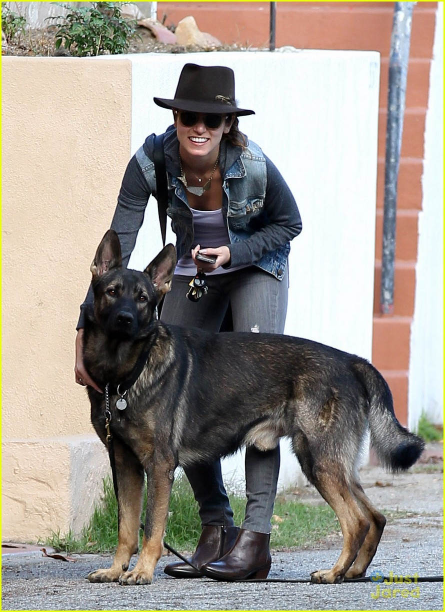 nikki reed grove enzo walk 01