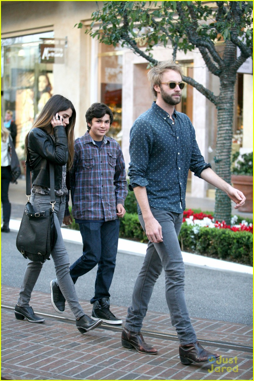 nikki reed grove enzo walk 15