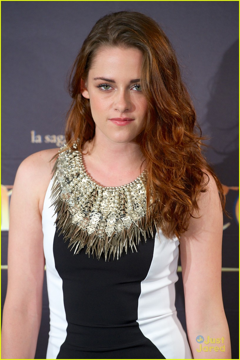 kristen stewart robert pattinson breaking dawn madrid photo call 24