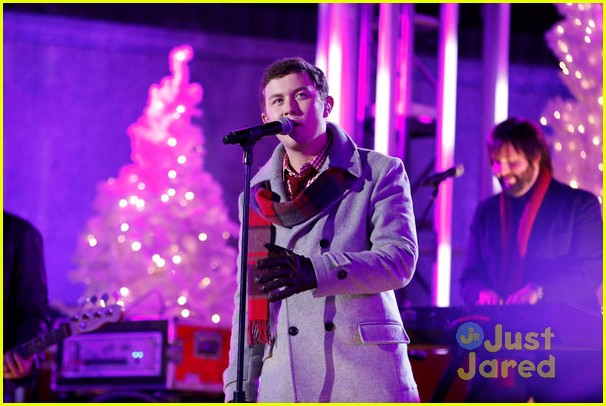scotty mccreery il volo tree lighting 05