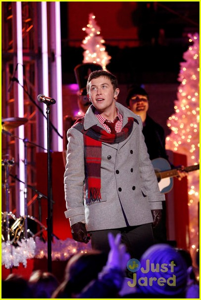 scotty mccreery il volo tree lighting 12