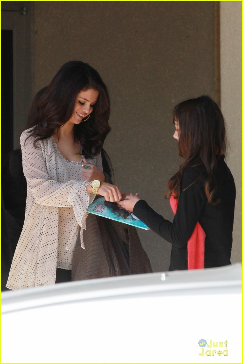 selena gomez dallas hospital visit 01
