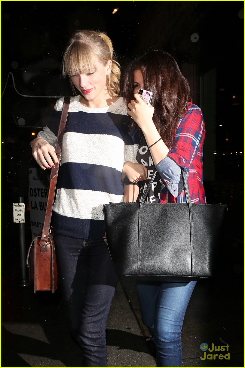 selena gomez taylor swift saturday night dinner duo 05