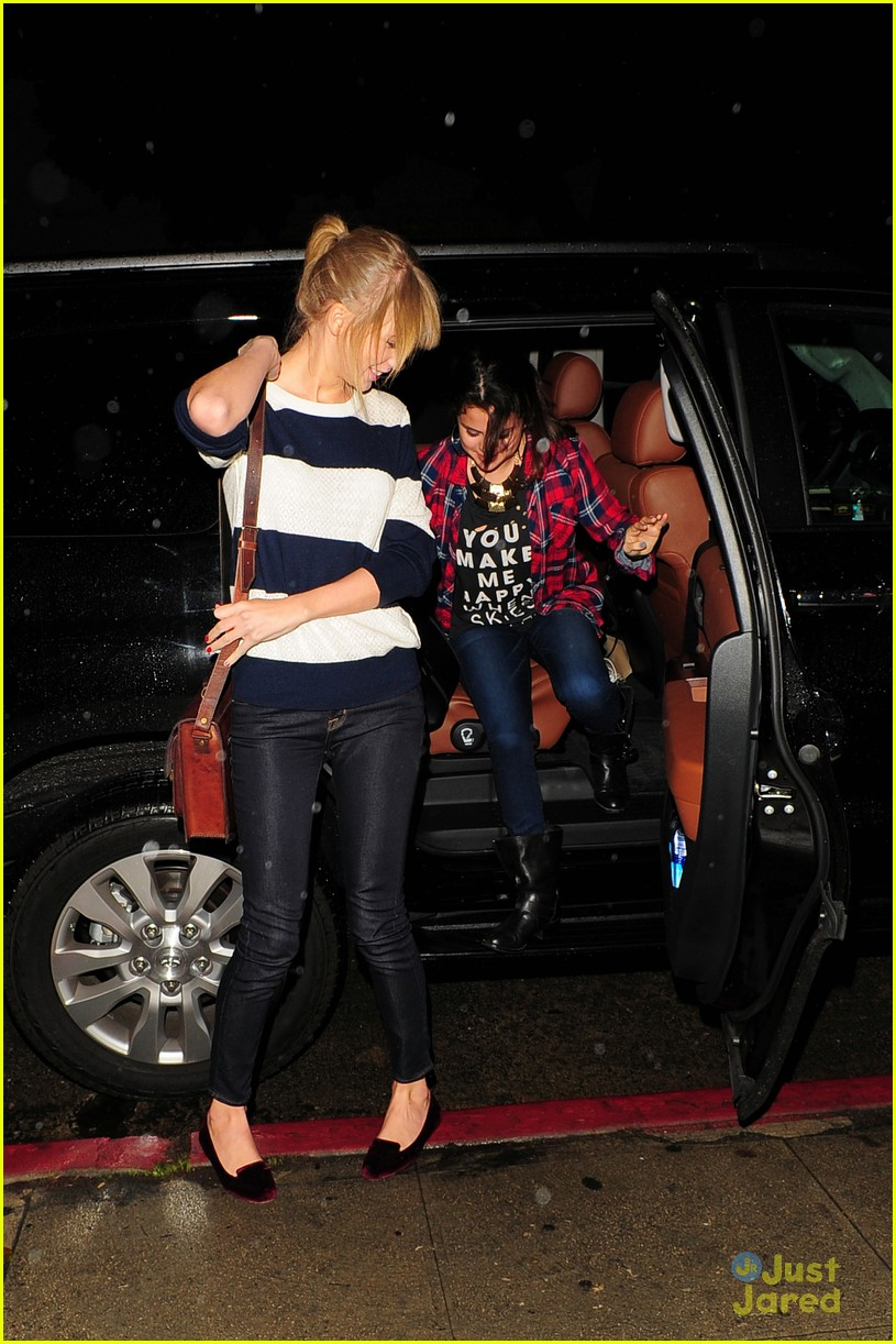selena gomez taylor swift saturday night dinner duo 14