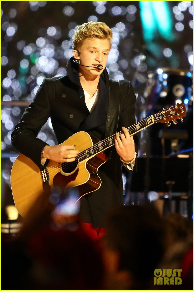 cody simpson la live tree lighting 02