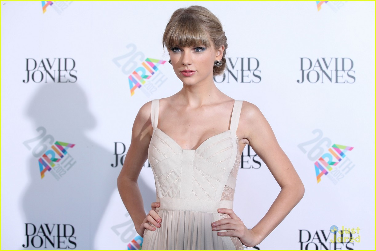 taylor swift 2012 aria awards 19