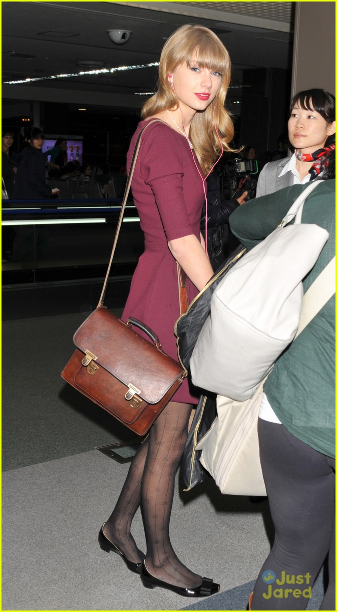taylor swift off to australia 05