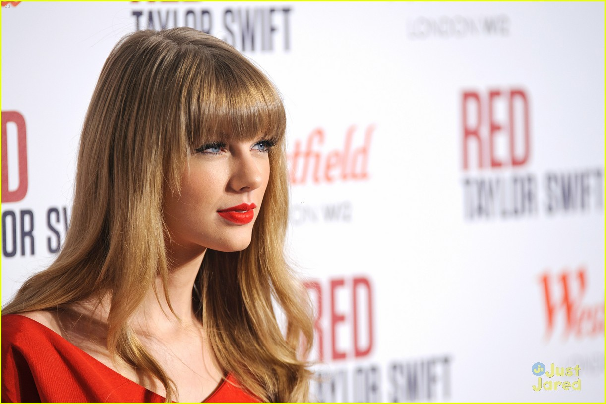 taylor swift westfield lights london 12