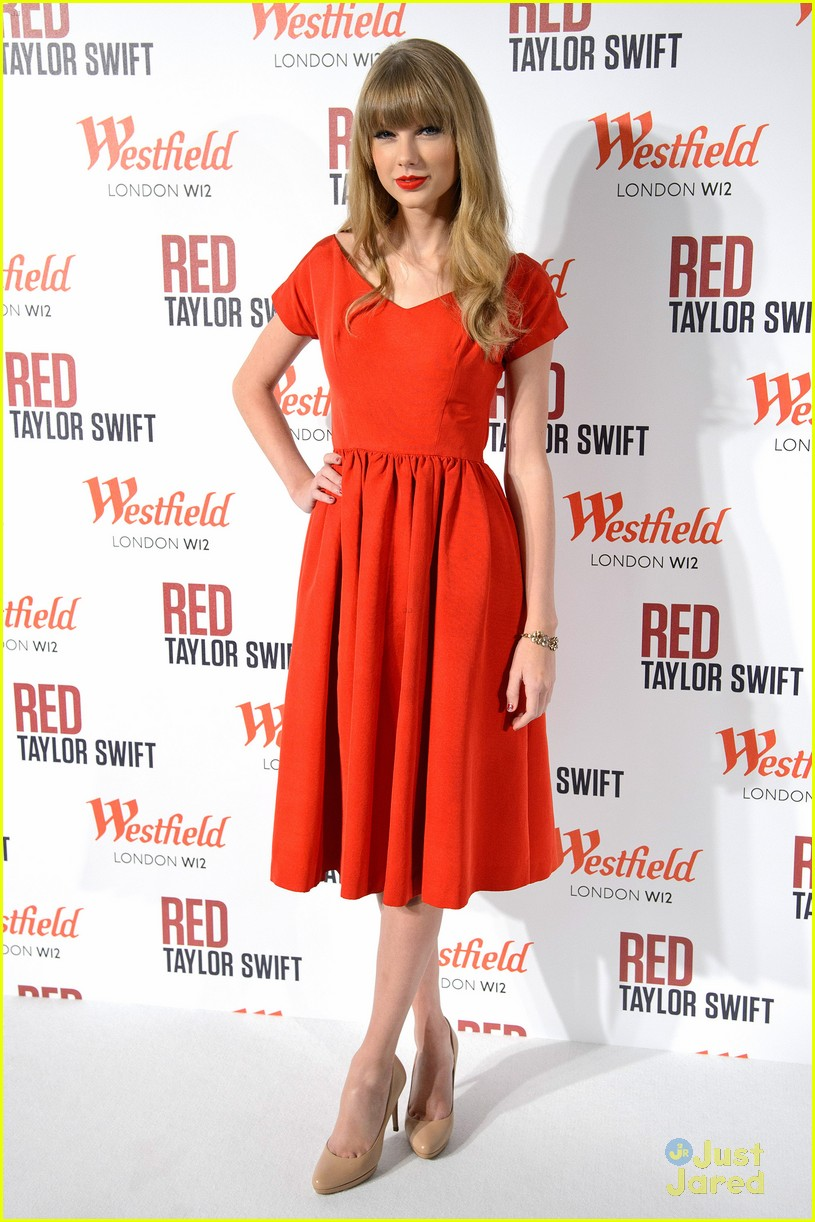 taylor swift westfield lights london 15