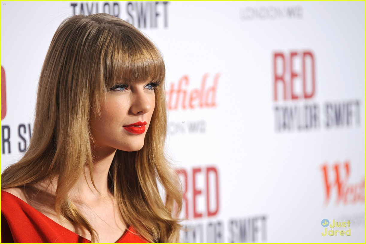 taylor swift westfield lights london 17