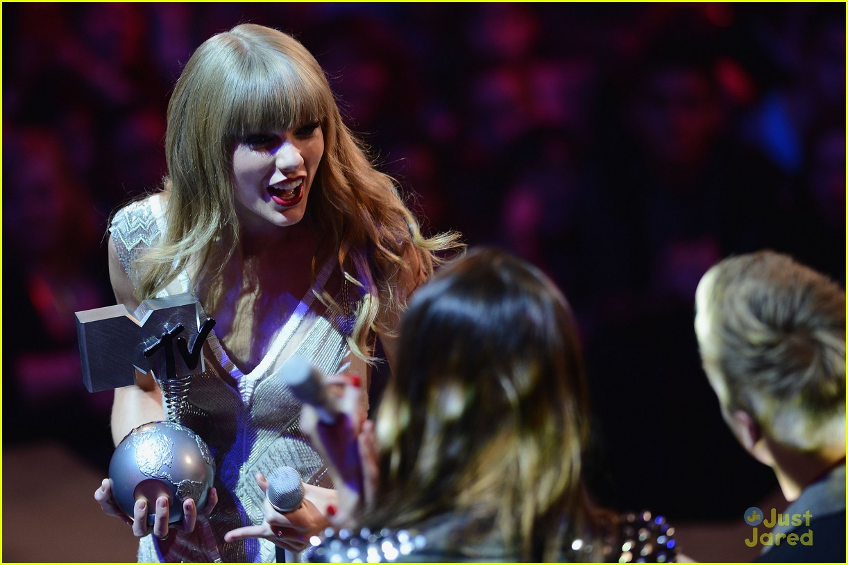 taylor swift 2012 mtv emas 01