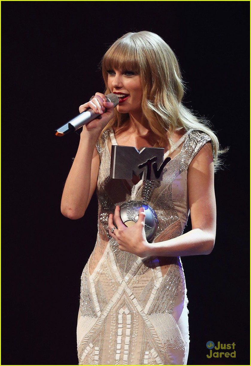 taylor swift 2012 mtv emas 17
