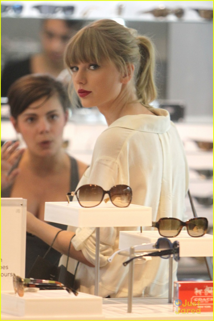 taylor swift sydney shopping spree 02