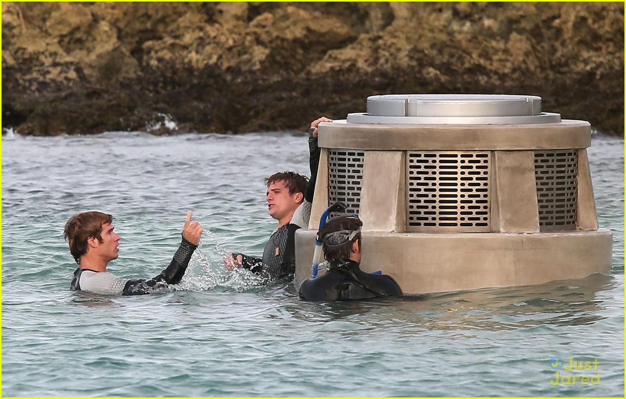 jennifer liam josh thg hawaii 05