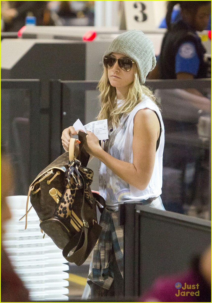 ashley tisdale lax thanksgiving 02