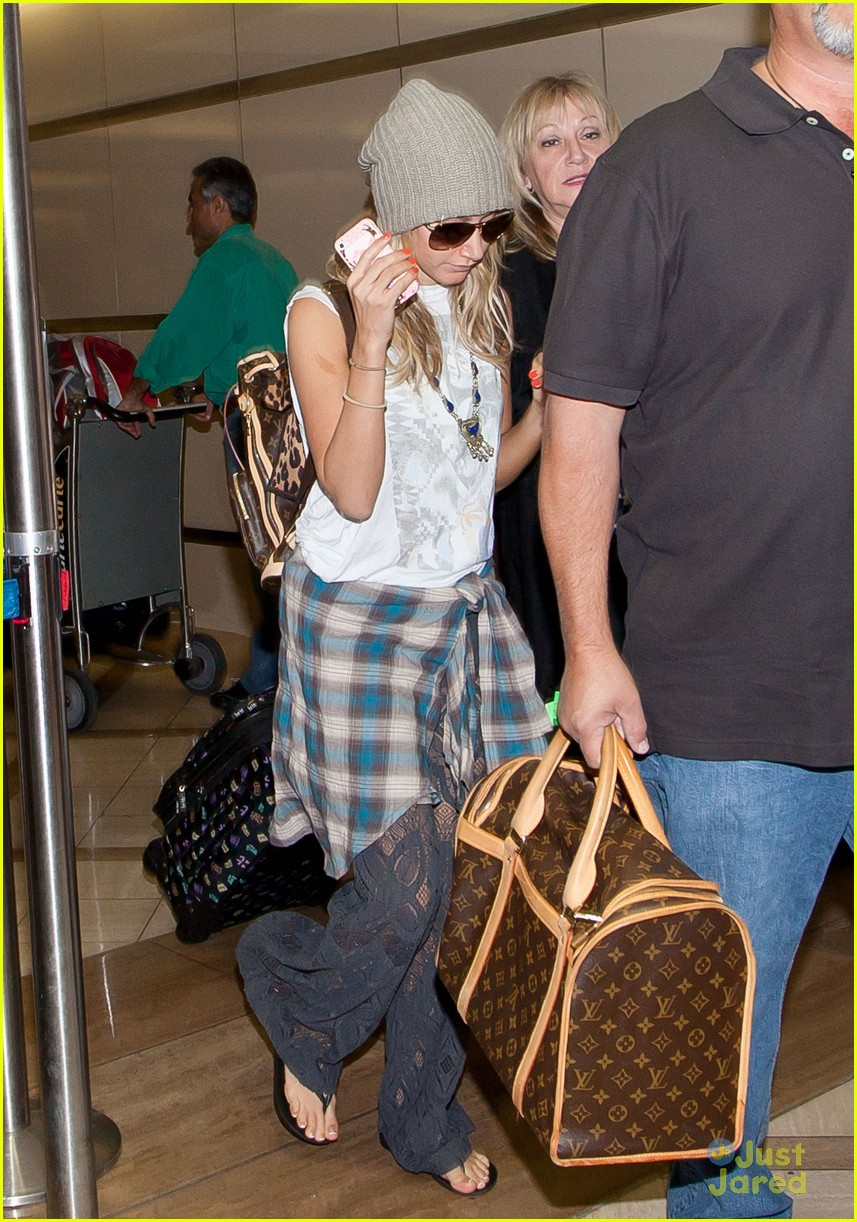 ashley tisdale lax thanksgiving 03