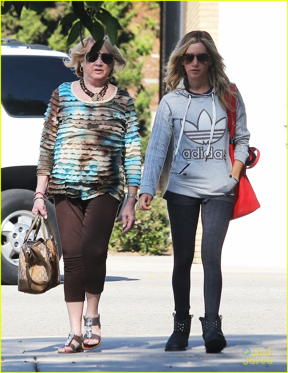 ashley tisdale voted tuesday 07