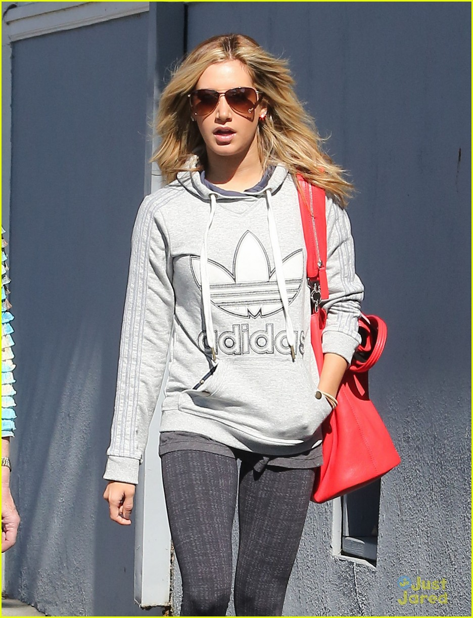 ashley tisdale voted tuesday 09