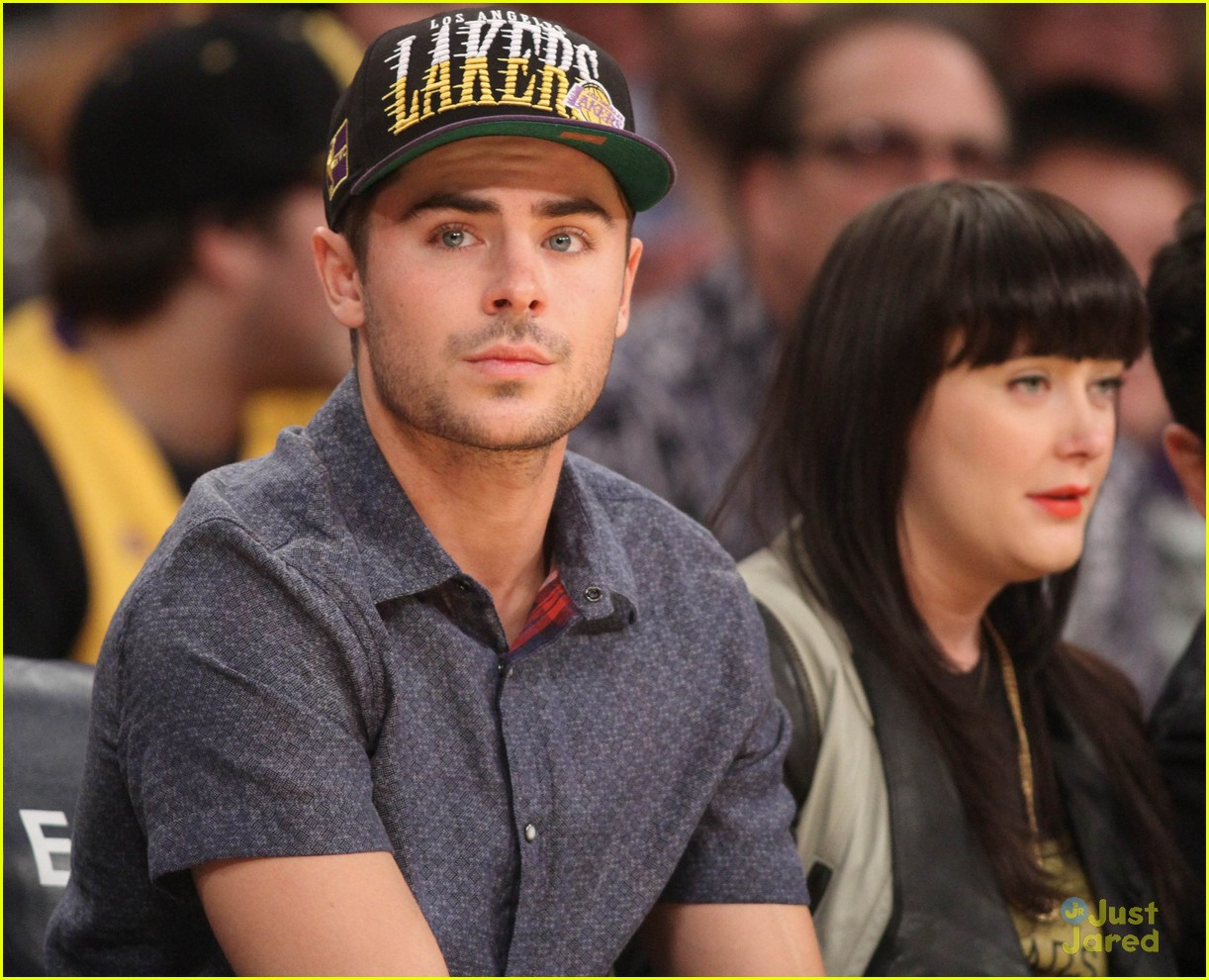 zac efron lakers game staples 02