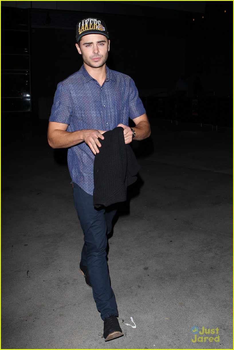 zac efron lakers game staples 03