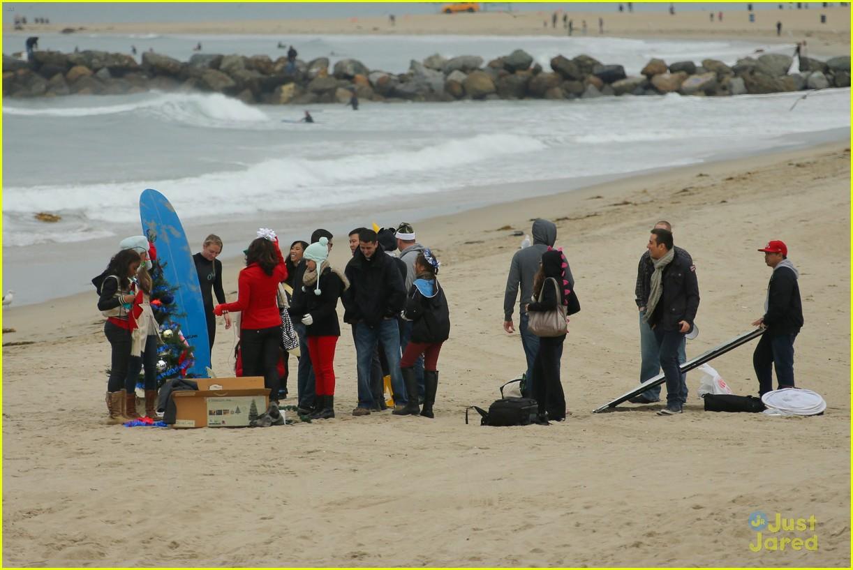fifth harmony carly sonenclar holiday beach shoot 03