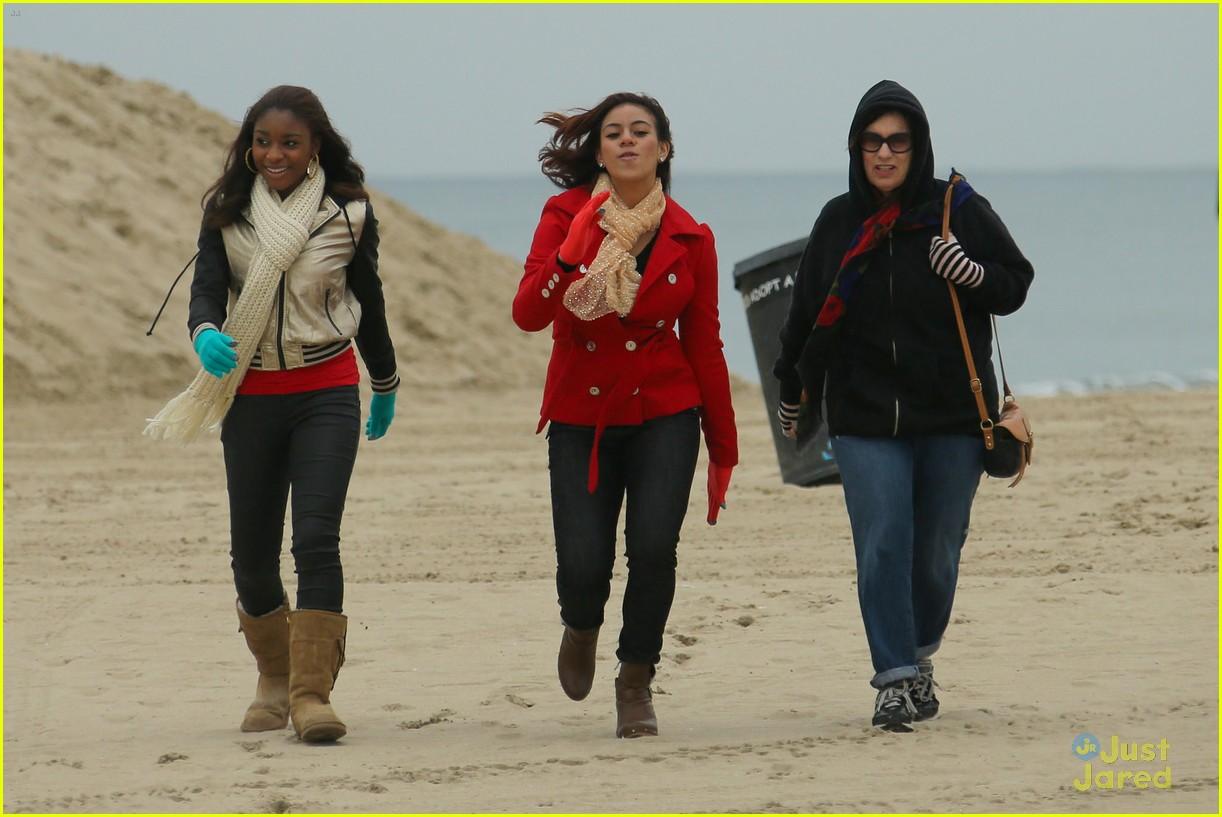 fifth harmony carly sonenclar holiday beach shoot 04