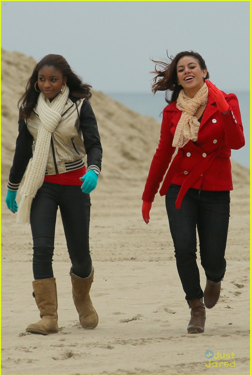 fifth harmony carly sonenclar holiday beach shoot 06