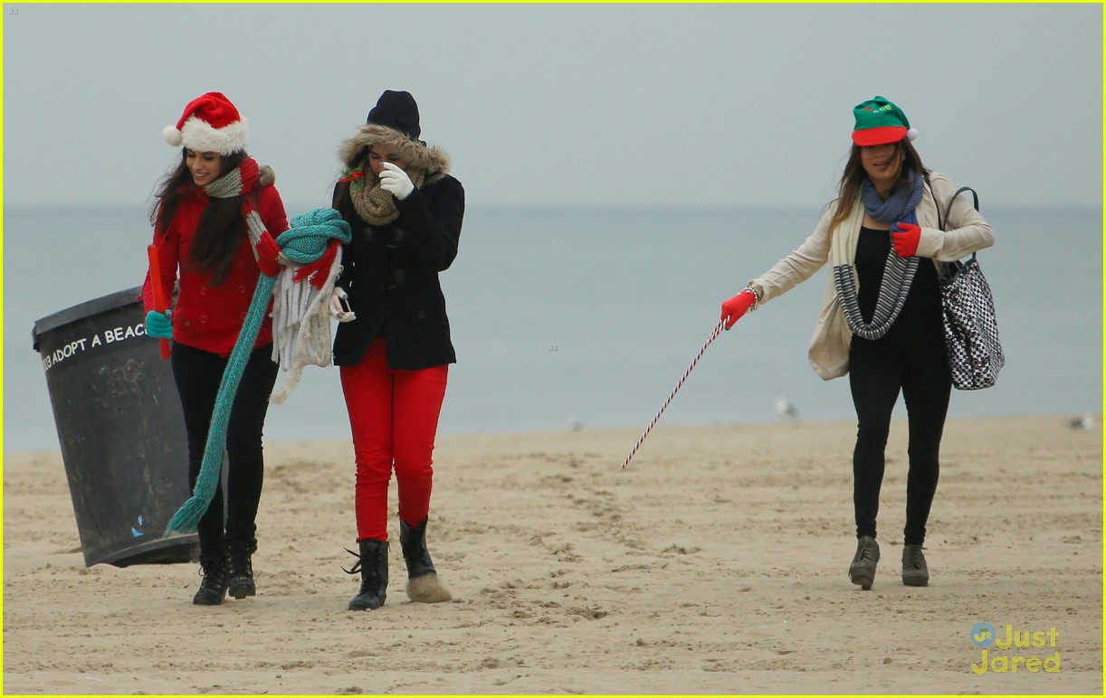 fifth harmony carly sonenclar holiday beach shoot 09