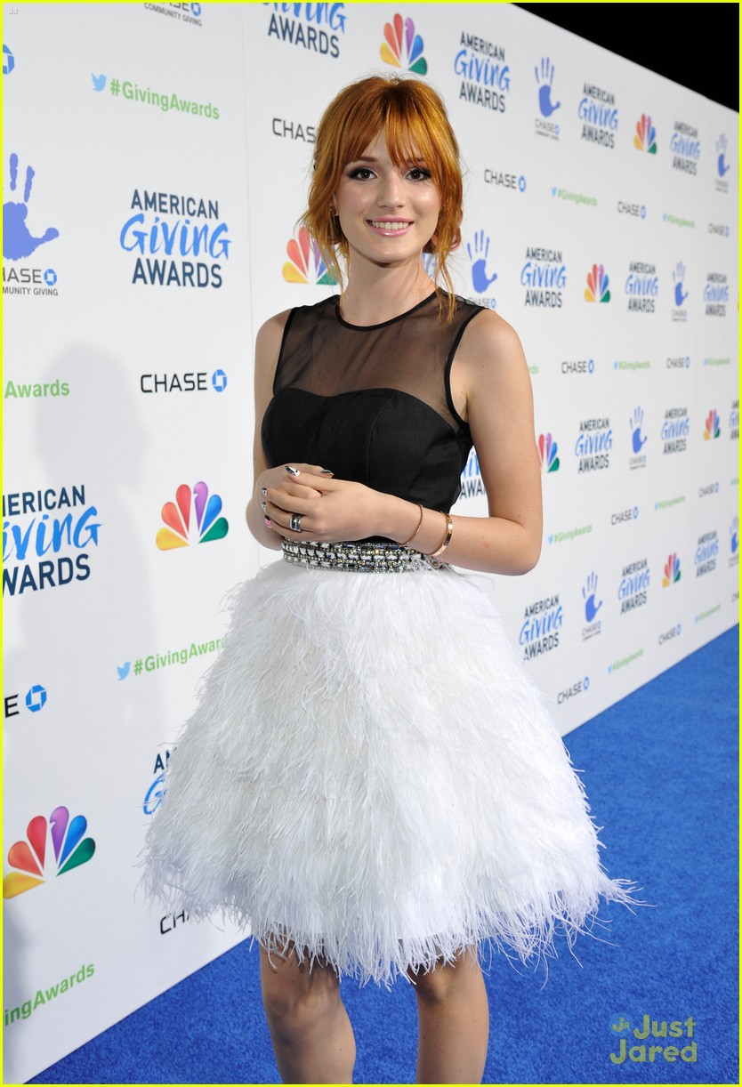 bella thorne giving awards 01