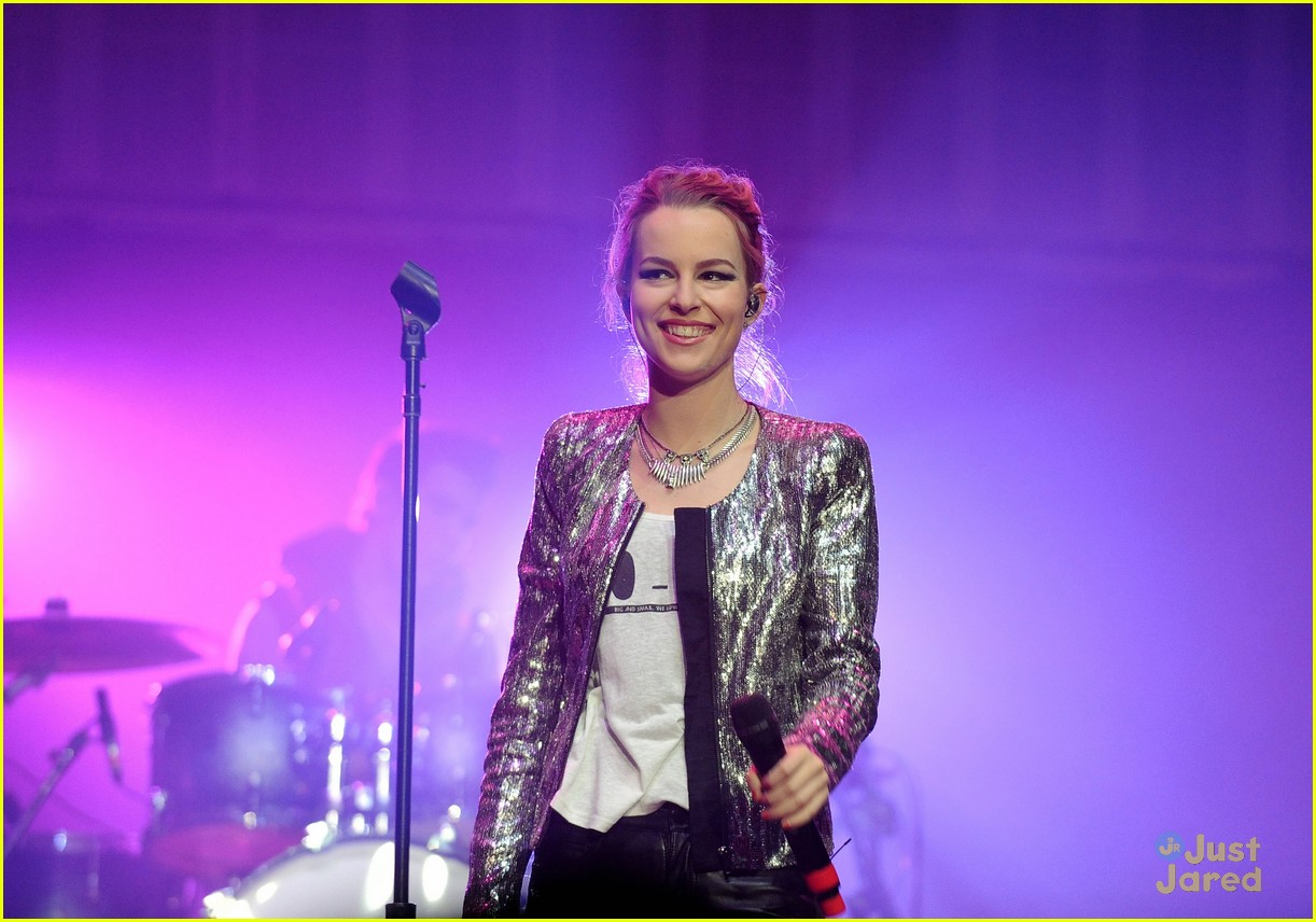 bridgit mendler power 961 jingle ball 16