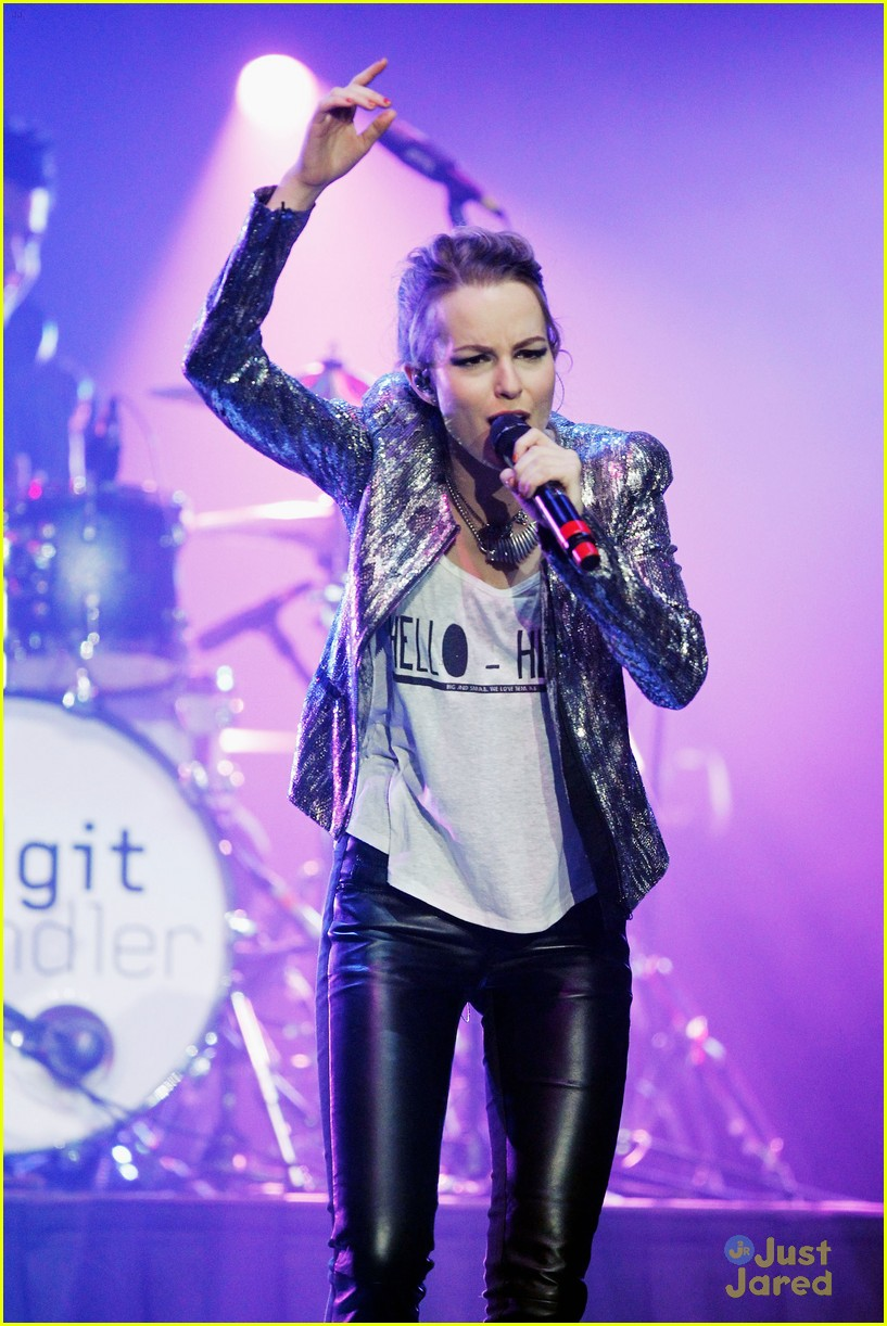 bridgit mendler power 961 jingle ball 38