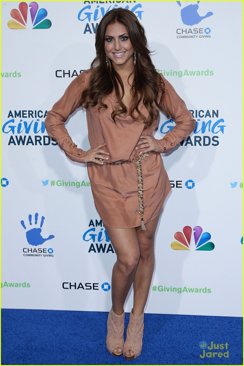 cassie scerbo giving awards 09