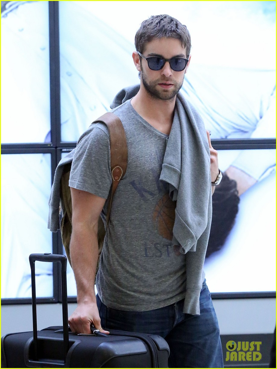 chace crawford sydney airport 03
