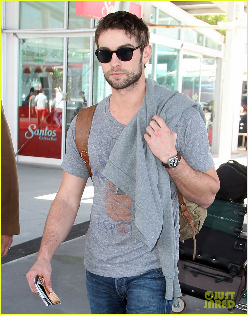 chace crawford sydney airport 06