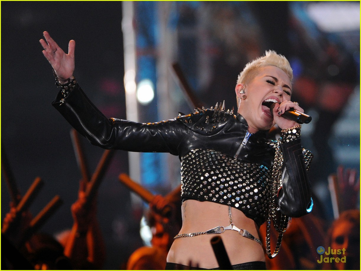 miley cyrus divas performance 05