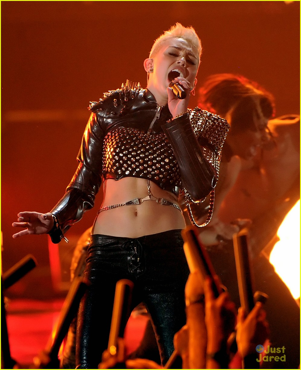 miley cyrus divas performance 11
